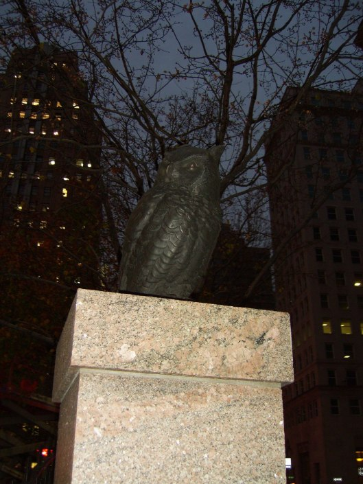 Exploring New York City with CricketDiane - 11-23-10 - The Guardians of Herald Square